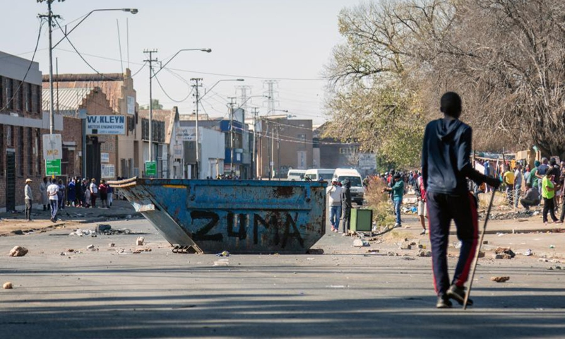 Protestors barricade a road in Johannesburg with a garbage collection bin painted Zuma in Johannesburg, South Africa, on July 11, 2021.(Photo: Xinhua)