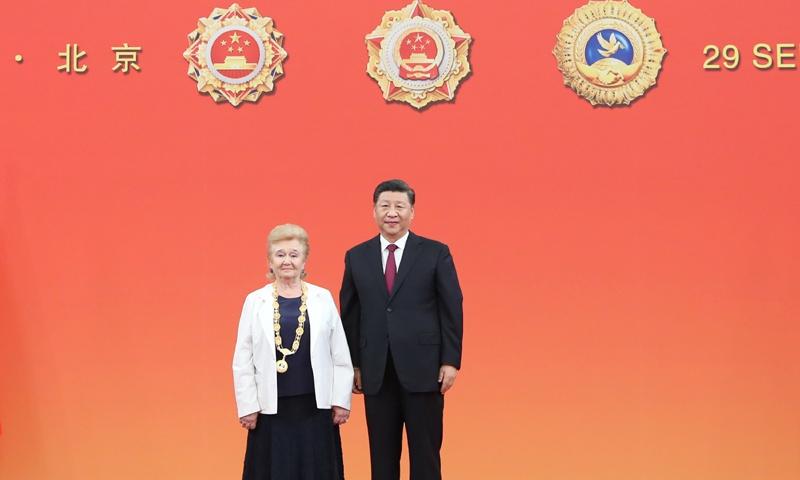 President Xi Jinping decorates Galina Kulikova with the Friendship Medal