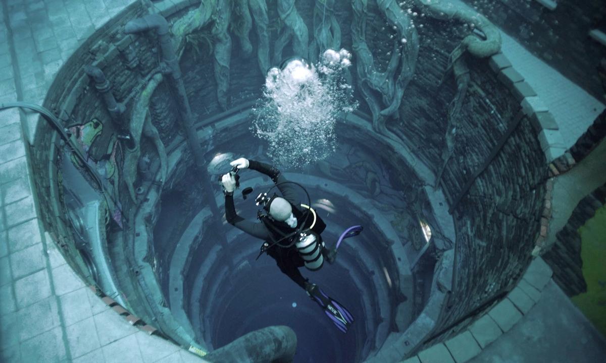 A diver experiences Deep Dive Dubai on July 10. Photo: VCG