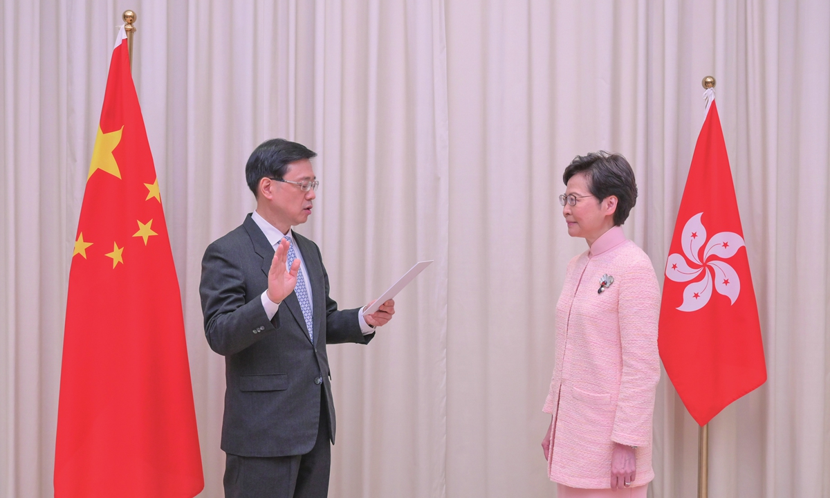 John Lee Ka-chiu (left) takes the oath of office to become the Chief Secretary for Administration before Chief Executive Carrie Lam in Hong Kong on June 25. Photo: cnsphoto