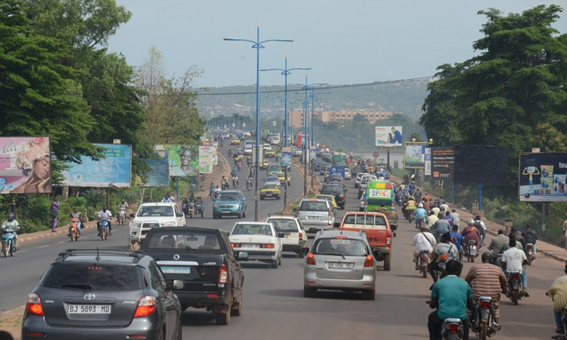 Photo taken on Aug. 21, 2020, shows normal traffic after Mali reopened land and air borders in Bamako, capital of Mali. Photo:Xinhua
