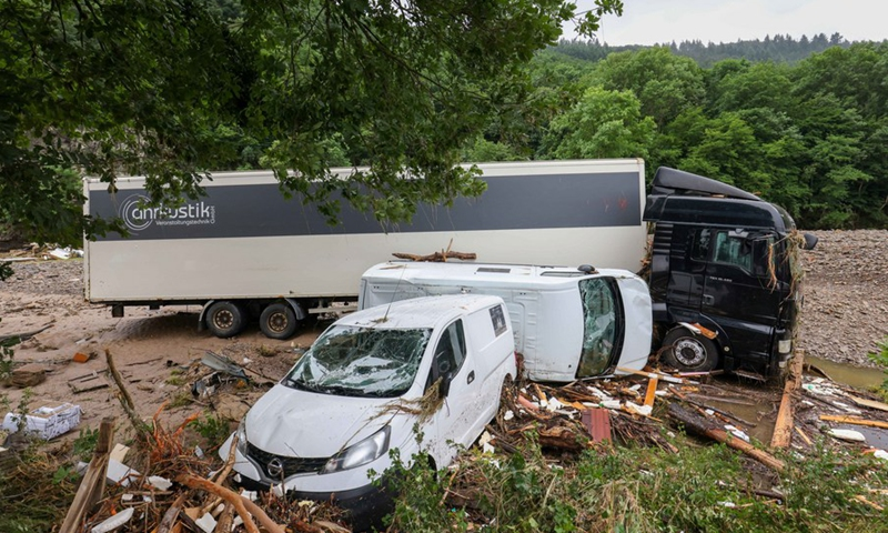 Photo taken on July 16, 2021 shows vehicles damaged in flood disaster in Schuld, Germany.(Photo: Xinhua)