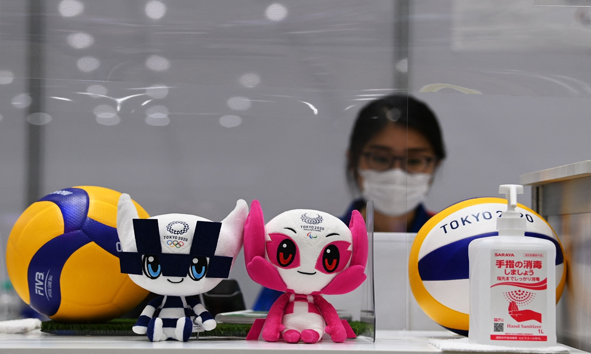 Stuffed toys of Miraitowa (C-L) and Someity (C-R), the official mascots for the Tokyo 2020/2021 Olympics and Paralympics Games, are on display at the Main Press Centre in Tokyo on Wednesday, ahead of the Tokyo 2020 Olympic Games. Photo: VCG