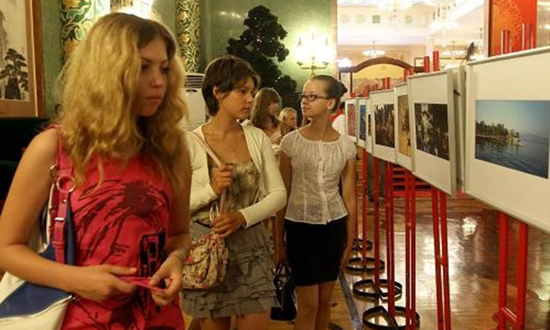 """The Chinese Embassy in Russia holds the """"Embassy Open Day"""" for the representatives of the Russian students that had taken part in summer camps in China, 2010."""