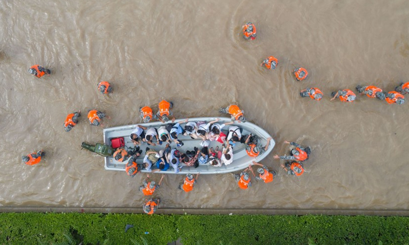 Aerial photo taken on July 22, 2021 shows rescuers evacuating stranded people outside the Fuwai Central China Cardiovascular Hospital in flood-hit Zhongmu County of Zhengzhou, central China's Henan Province.Photo:Xinhua