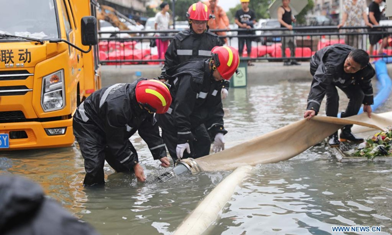 Rescuers prepare to pump rainwater out of a road at a residential area in Zhoushan, east China's Zhejiang Province, July 25, 2021. China's national observatory on Sunday continued its orange alert for Typhoon In-Fa, which made landfall in Zhejiang at around Sunday noon.(Photo: Xinhua)