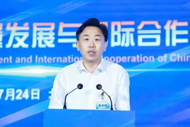 Gu Xiaobin, member of the Party working committee and chief economist of the Administrative Committee of the Guangzhou Development Zone