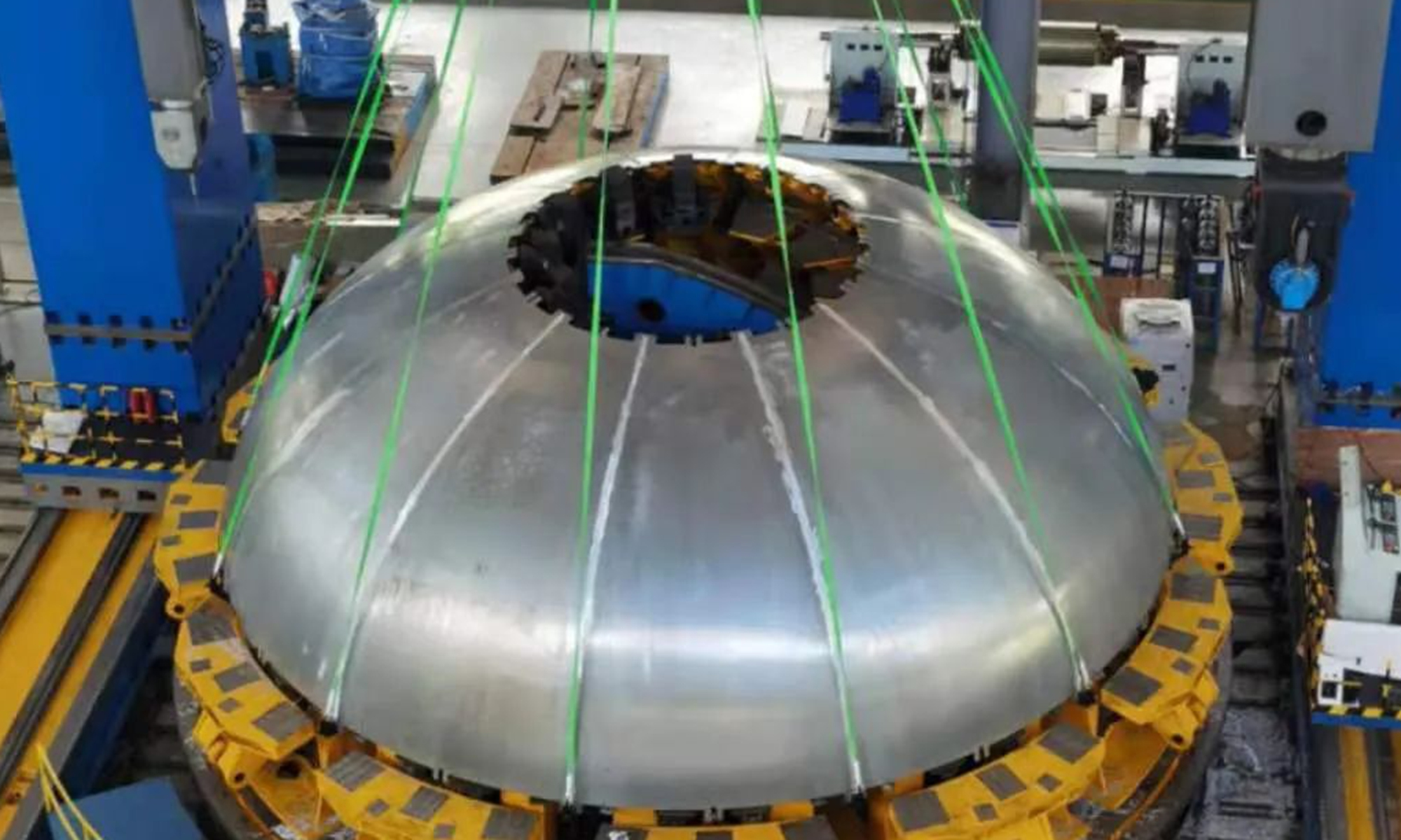 China's first 9.5-meter-diameter rocket tank bottom is rolled out in Wuhan, Central China's Hubei Province, by research teams from the China Aerospace Science and Technology Corporation (CASC). Photo: China Space News
