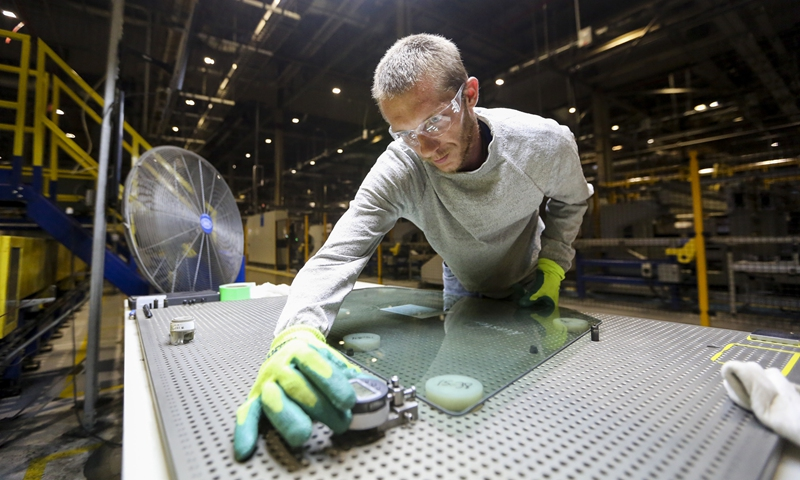 A worker does quality inspection at the Fuyao Glass America (FGA) facility in Moraine of Dayton in Ohio, the United States, Aug. 21, 2018. (Xinhua/Wang Ying)