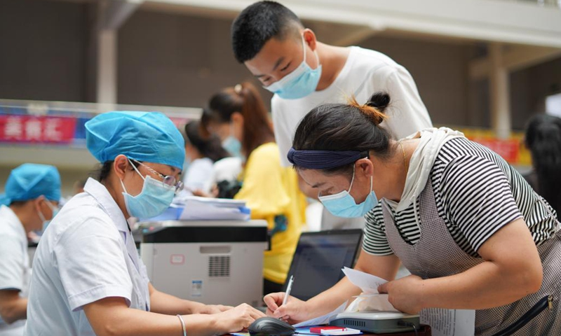 A student receives a dose of COVID-19 vaccine at a vaccination point in Danzhai County, southwest China's Guizhou Province, Aug. 12, 2021. China is orderly propelling its vaccination program among minors aged between 12 and 17, on the premise of ensuring safety.Photo:Xinhua
