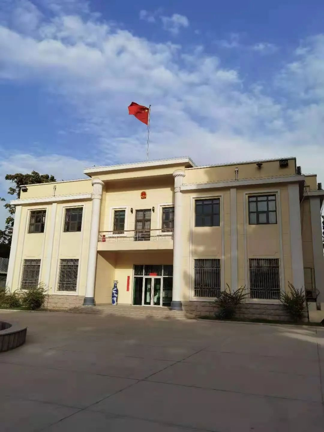 Photo of the Chinese national flag waving in front of building of the Chinese embassy in Afghanistan. Photo: Wang Yu, Chinese ambassador to Afghanistan