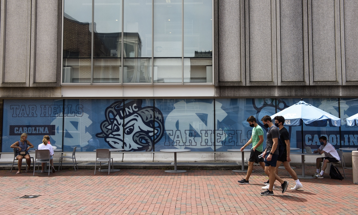 Students walk through the campus of the University of North Carolina at Chapel Hill on August 18. Photo: AFP