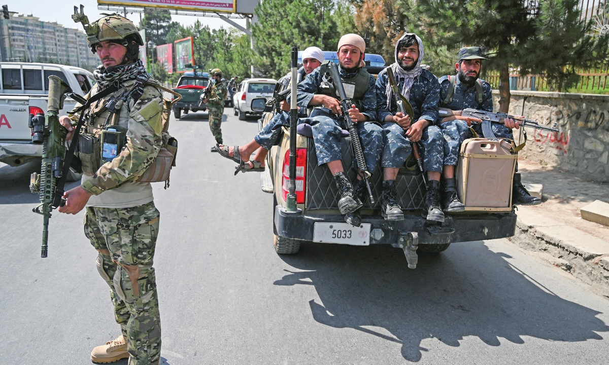 A Taliban Fateh fighter (left), a special forces unit, stands guard along with other fighters on a street in Kabul on Sunday, as suicide bomb threats hung over the final phase of the US military's airlift operation from Kabul, with US President Joe Biden warning another attack was highly likely before the evacuations end. Photo: AFP