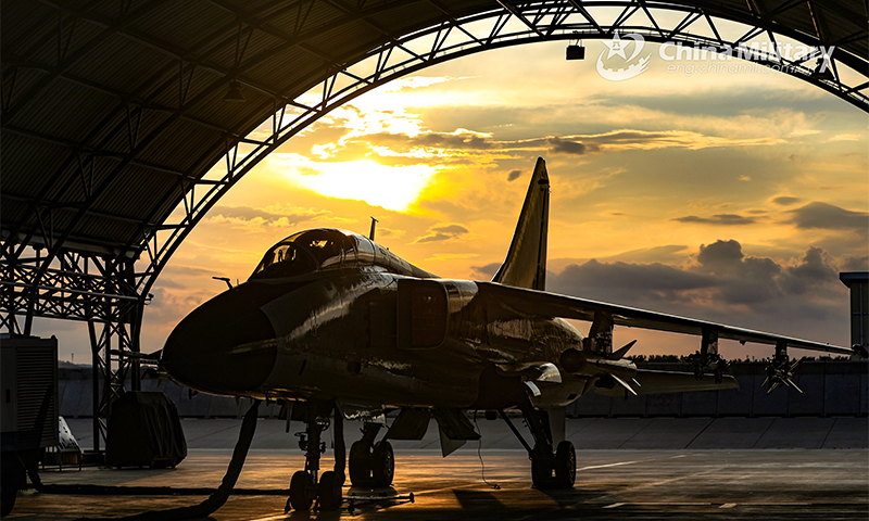 A fighter bomber attached to a naval aviation brigade under the PLA Northern Theater Command receives power-on inspections in its hangar after completing a recent round-the-clock flight training exercise. (eng.chinamil.com.cn/Photo by Yu Zhengqing and Zhang Qiang)
