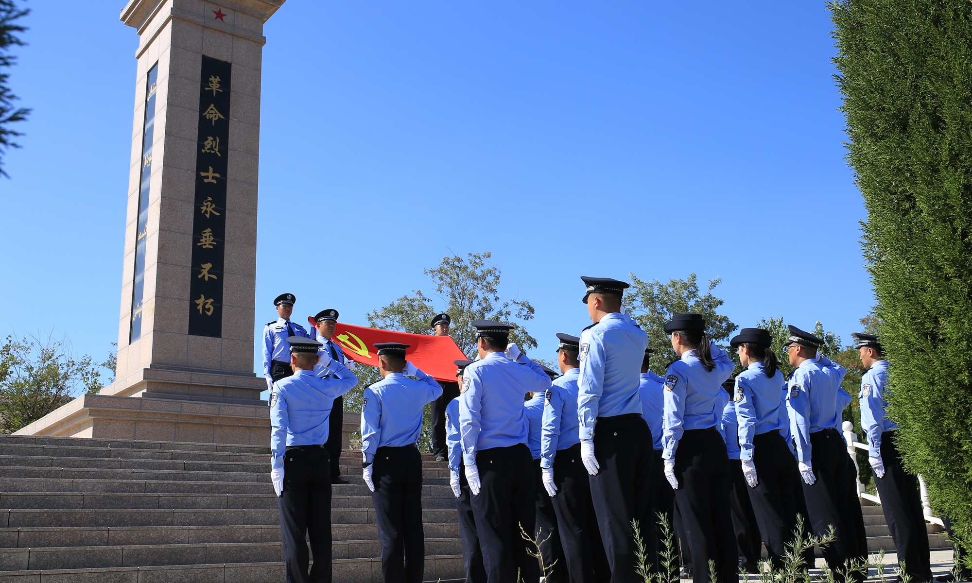 Police officers held memorial ceremony for heroes in a cemetery in Ili. Photos: Fan Lingzhi/GT