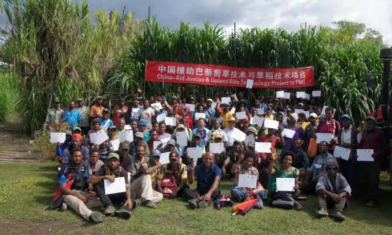 The graduation ceremony of the ninth training session of the China-aid Juncao and Upland Rice Technology Project to Papua New Guinea