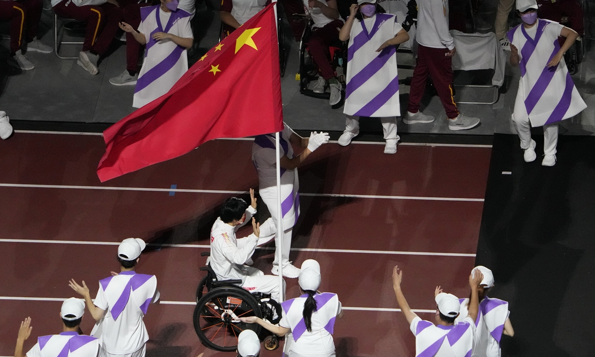 Zhang Xuemei, a wheelchair basketball player, who was appointed as Team China's flag bearer for the closing ceremony of the Games enters the National Stadium in Tokyo on Sunday night. Photo: VCG