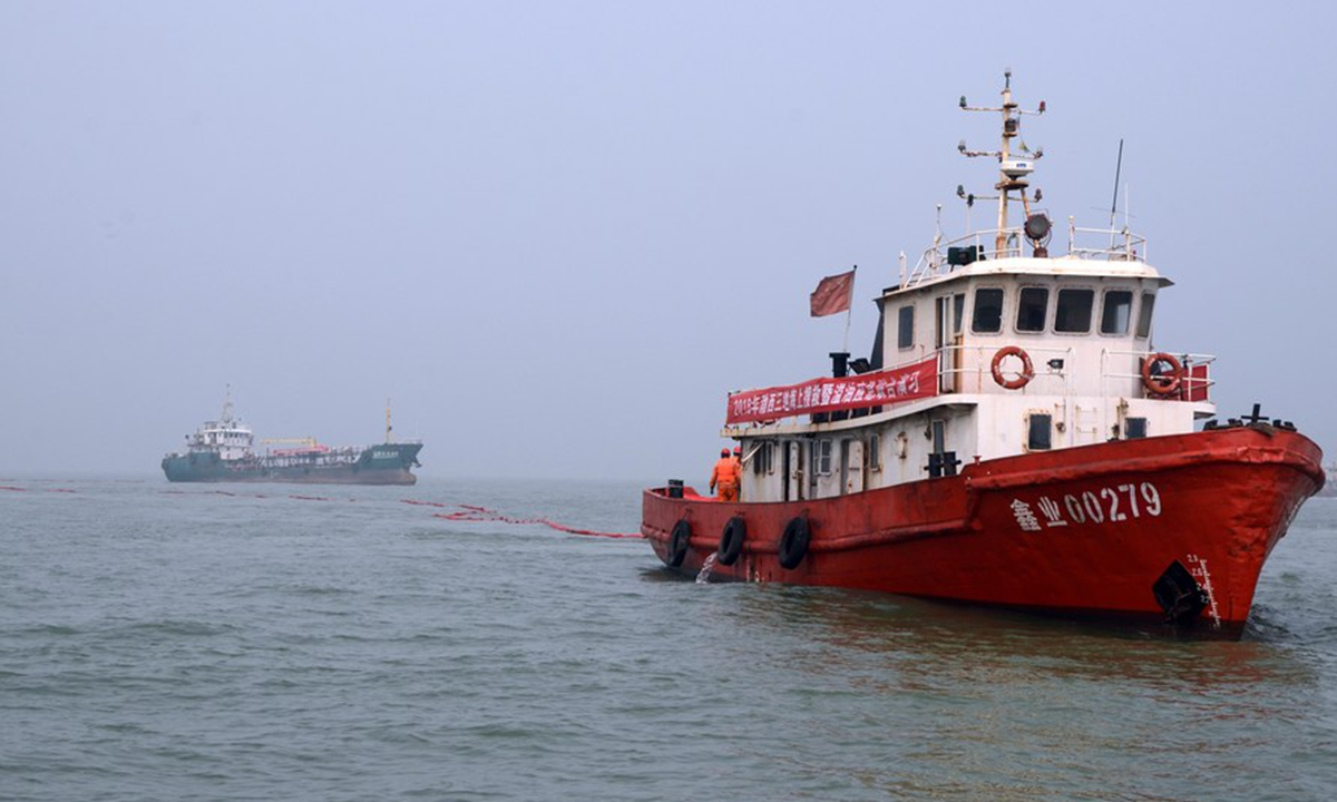 A rescue boat (R) participates in a maritime emergency drill near the Port of Huanghua in Cangzhou, north China's Hebei Province, Aug. 21, 2018. Photo: Xinhua