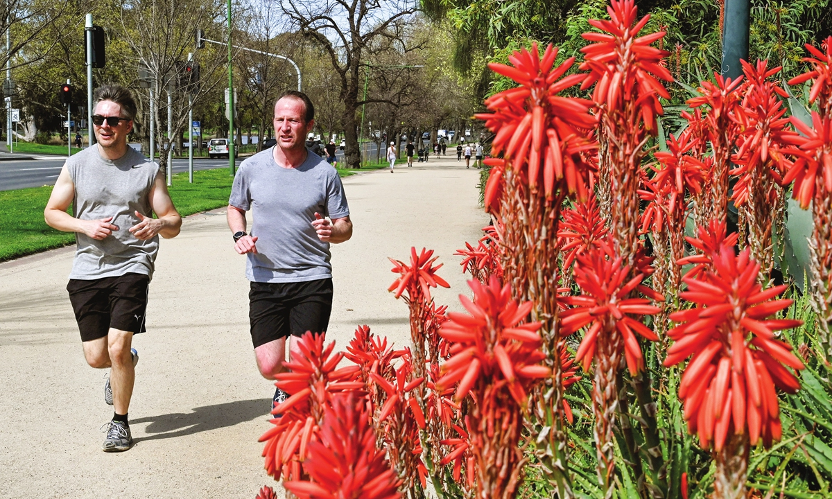 People exercise in Melbourne on Thursday, as Victoria and New South Wales in Australia announced an easing of coronavirus restrictions amid the pandemic. New South Wales recorded 1,405 new local cases of COVID-19 and Victoria recorded 324 on Thursday. Photo: AFP