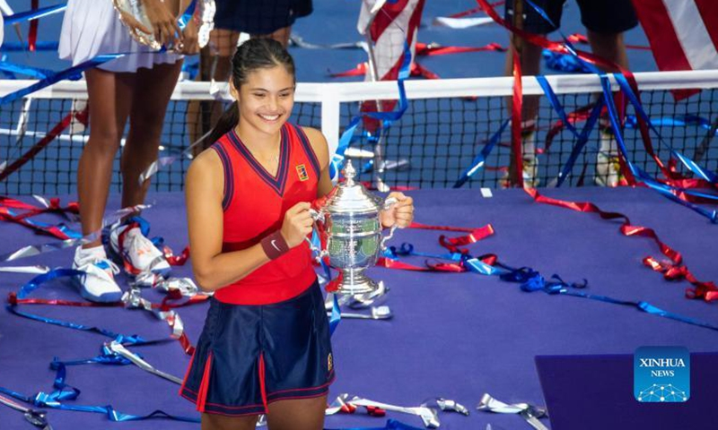 Emma Raducanu of Great Britain poses during the awarding ceremony after the women's singles final of the 2021 US Open between Emma Raducanu of Great Britain and Leylah Fernandez of Canada in New York, the United States, September 11, 2021. Photo: Xinhua