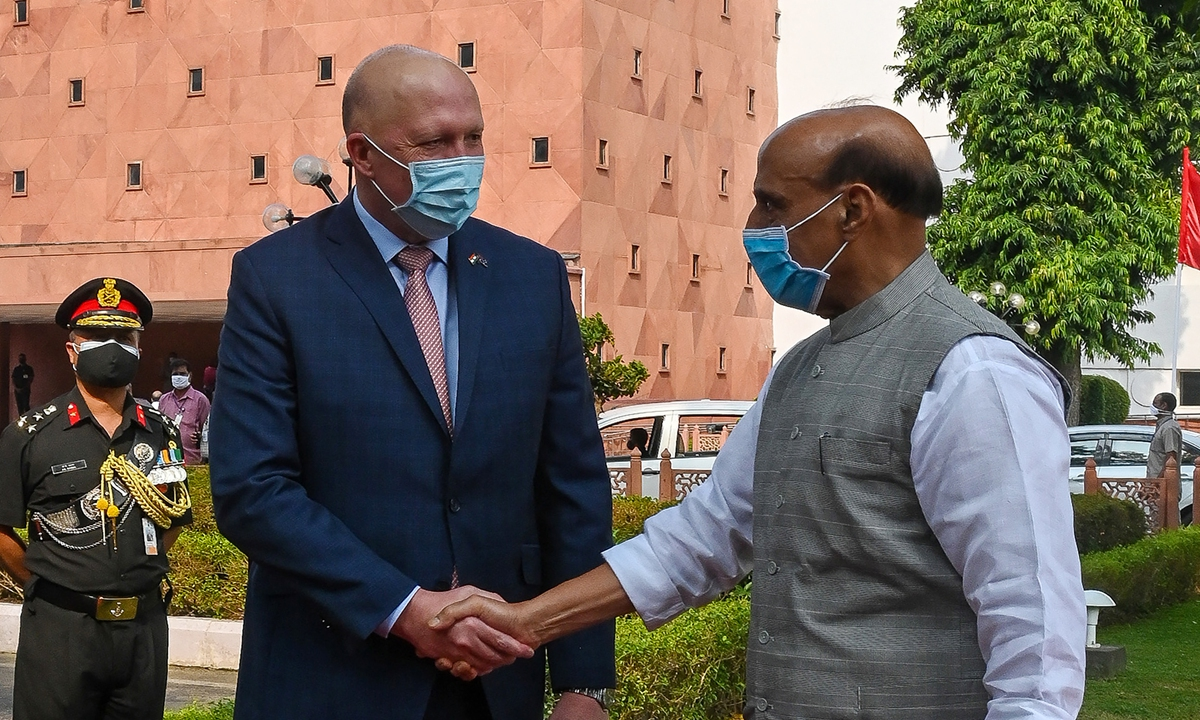 Australia's Defence Minister Peter Dutton (L) shakes hands with his Indian counterpart Rajnath Singh during a ceremonial reception in New Delhi on September 10, 2021.  Photo: AFP