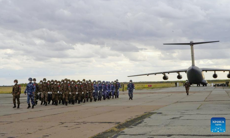 Chinese troops participating in the Peace Mission 2021 military exercise arrive by the Y-20 transport aircraft at a military airport in Orenburg, Russia, Sept. 10, 2021. All Chinese troops participating in the Peace Mission 2021, a counter-terrorism military exercise for Shanghai Cooperation Organization (SCO) member states, arrived at the training range in Orenburg, Russia on Friday.Photo: Xinhua