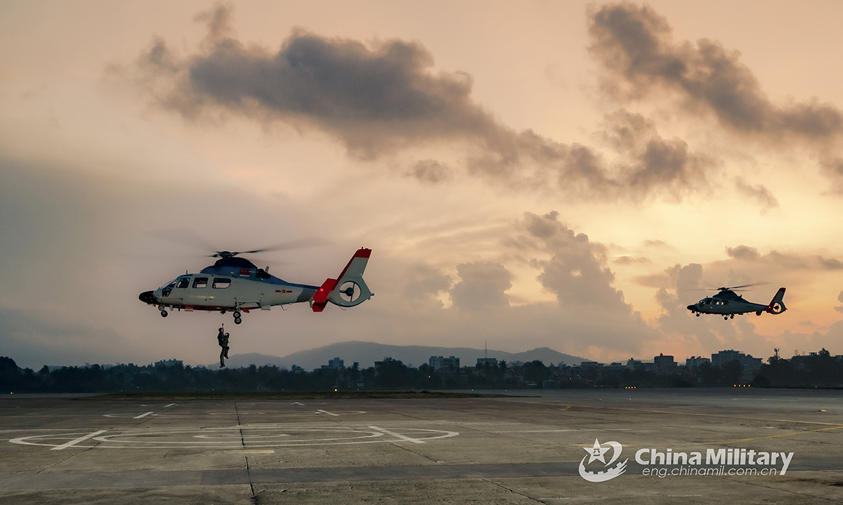Two helicopters attached to a naval aviation regiment under the PLA Northern Theater Command conduct the search and rescue training on August 24, 2021. (eng.chinamil.com.cn/Photo by Zhu Xuzhuo)