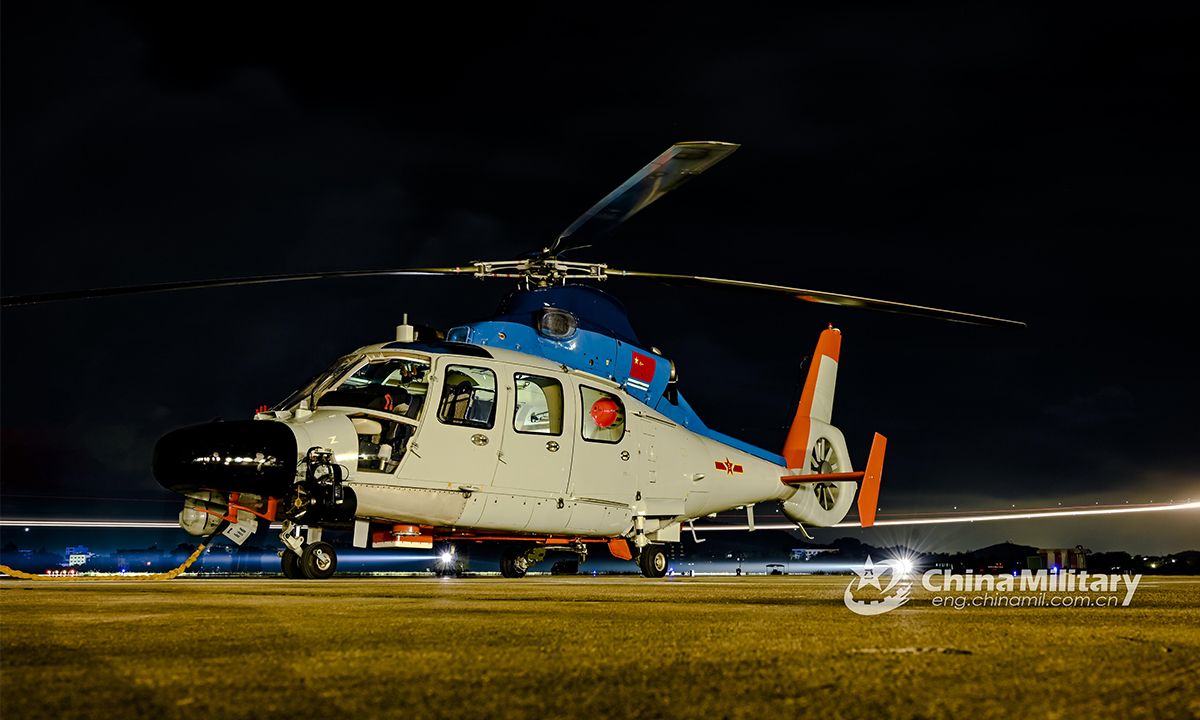 A helicopter attached to a naval aviation regiment under the PLA Northern Theater Command lands on the helipad after finishing the search and rescue training on the night of August 24, 2021. (eng.chinamil.com.cn/Photo by Zhu Xuzhuo)