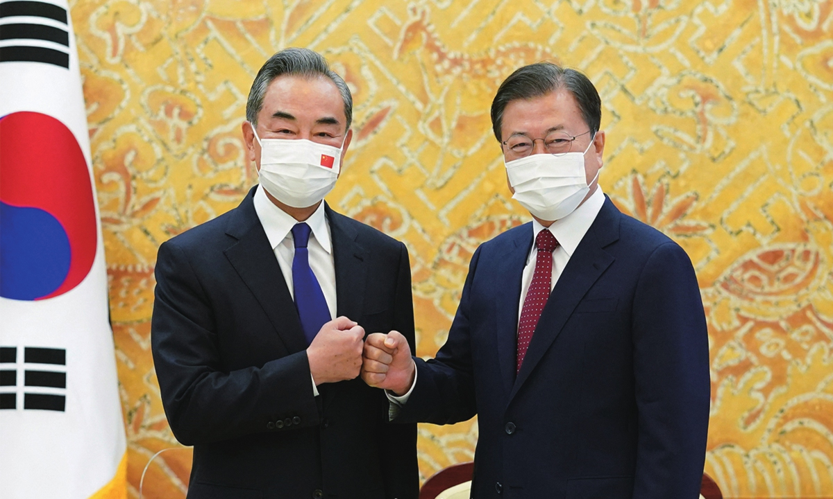 Chinese State Councilor and Foreign Minister Wang Yi (left) meets with South Korean President Moon Jae-in in Seoul, South Korea,Wednesday. Photo: AFP