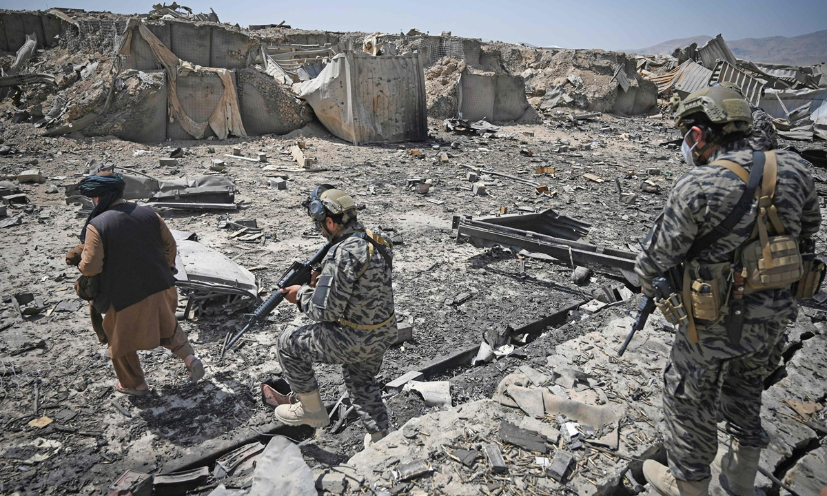 Members of the Taliban military unit walk amid debris of the destroyed Central Intelligence Agency base bombed out by US troops before they full withdrawalin Kabul on September 6.Photo: VCG