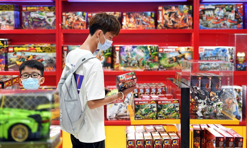 Customers choose products at a duty-free shopping mall in Haikou, south China's Hainan Province, July 2, 2021.Photo: Xinhua