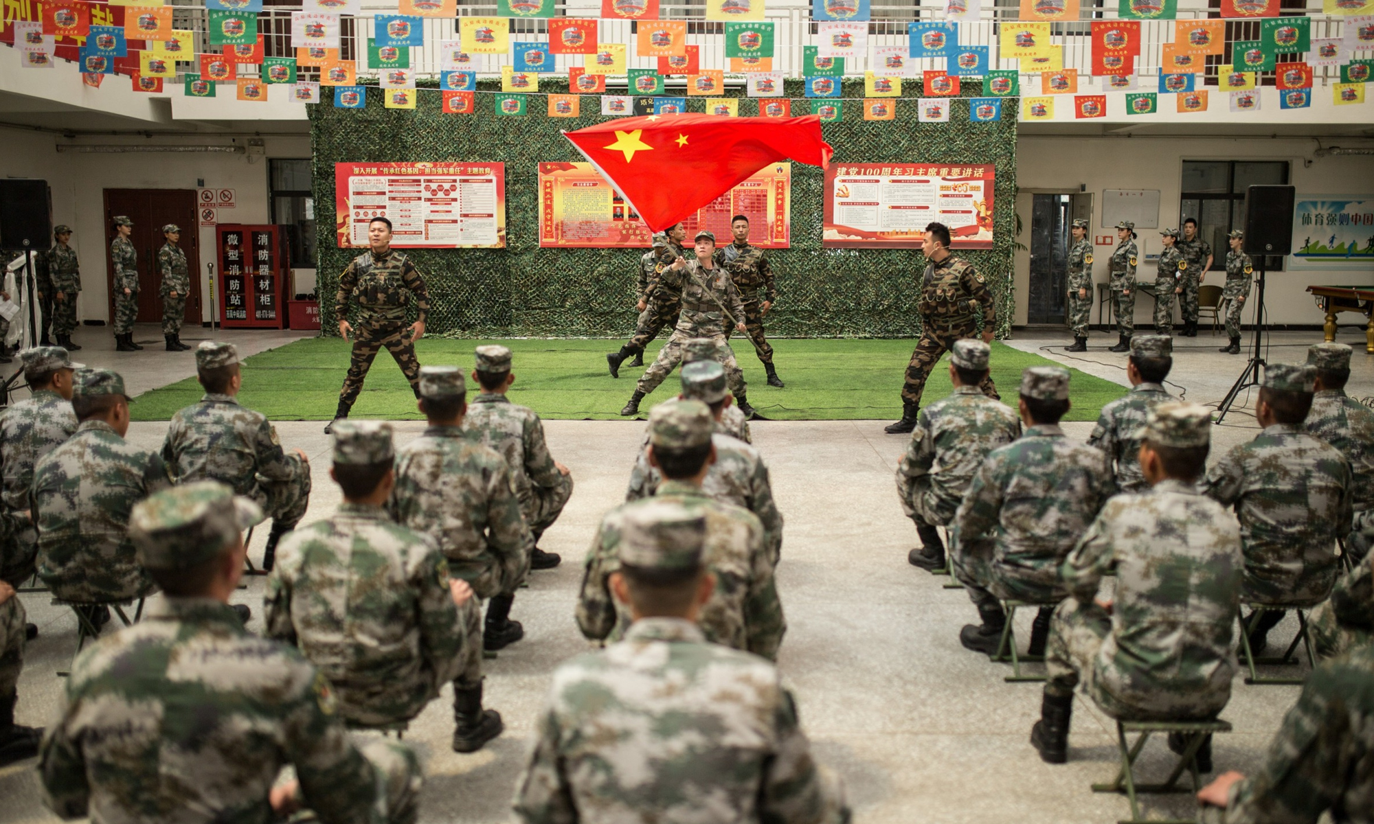 Soldiers from the art troupe of the Chinese People's Liberation Army (PLA) Tibet Military Command performed at the headquarters and frontline military posts of a plateau-stationed model battalion based in Xigaze, Southwest China's Tibet Autonomous Region on Friday.Photo:Fan Wei