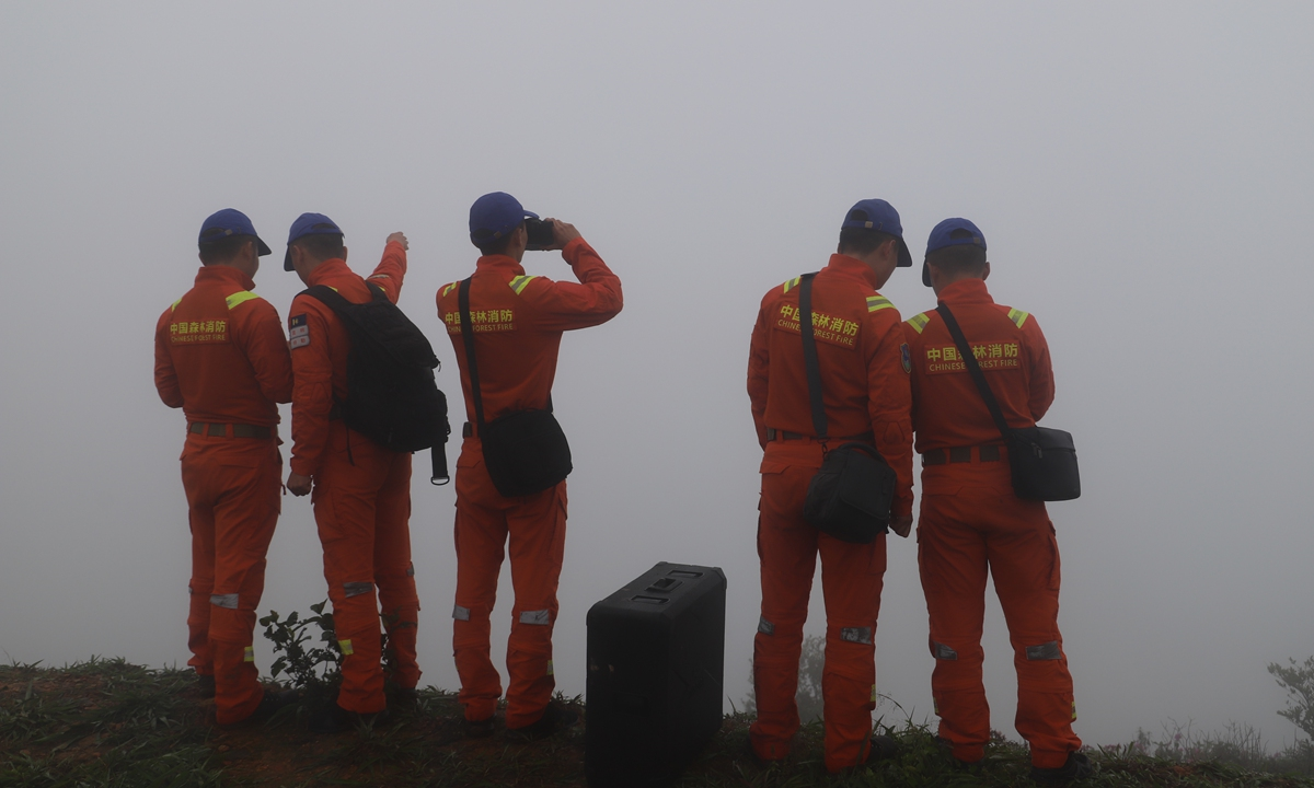 The elephant monitoring team under the Yunnan forest fire brigade checks the trails of the elephant herd. Photo: courtesy of Yunnan forest fire brigade.