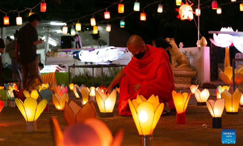 People light lanterns to mark end of Buddhist Lent in Lao capital Vientiane - Global Times