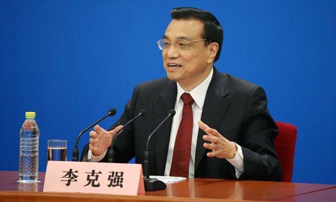 Premier Li Keqiang meets press